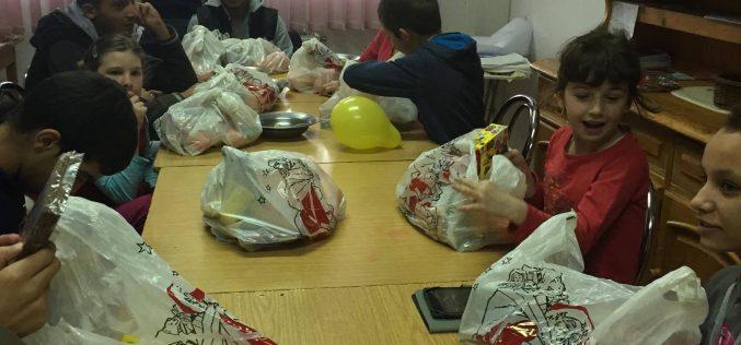 Moș Nicolae a ajuns cu dulciuri la Casa de copii din Mănărade